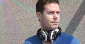 Axel-Wayn-Headphones-eff-color-brand